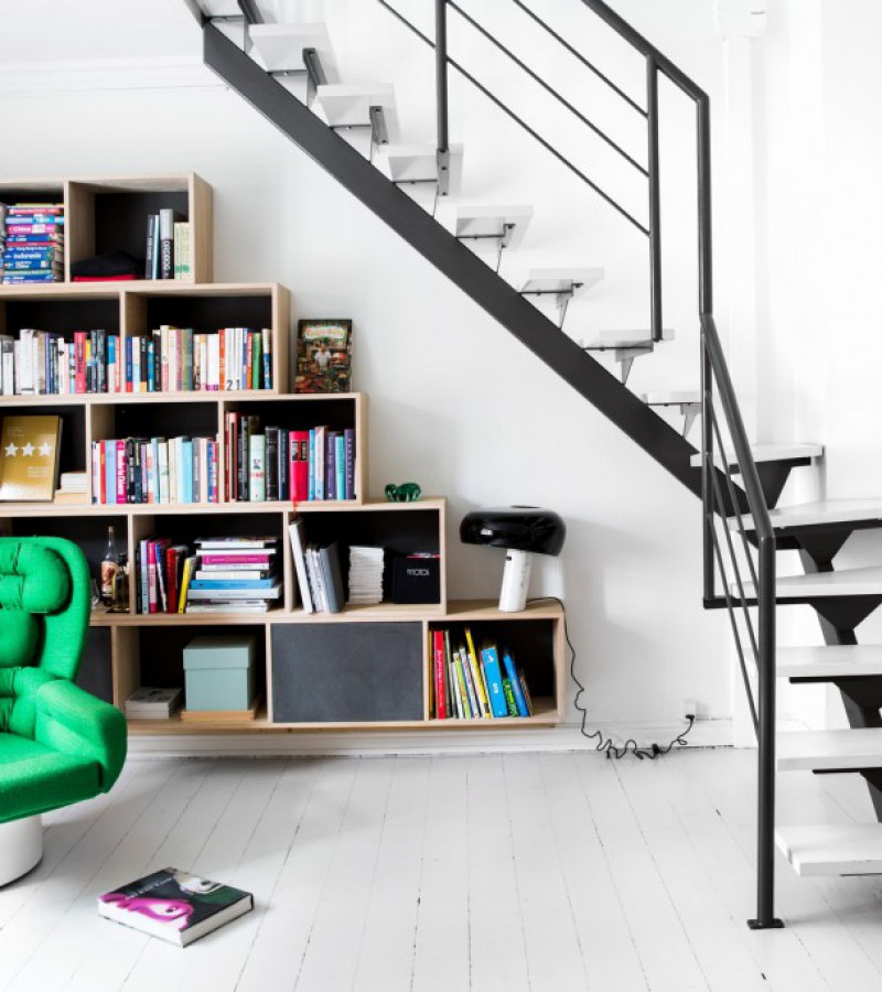 Vesterbro - diverse indretning - reol under trappe