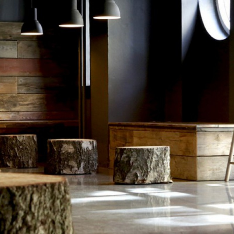 gulvet med træstubbe, Taphouse Ølbar, København