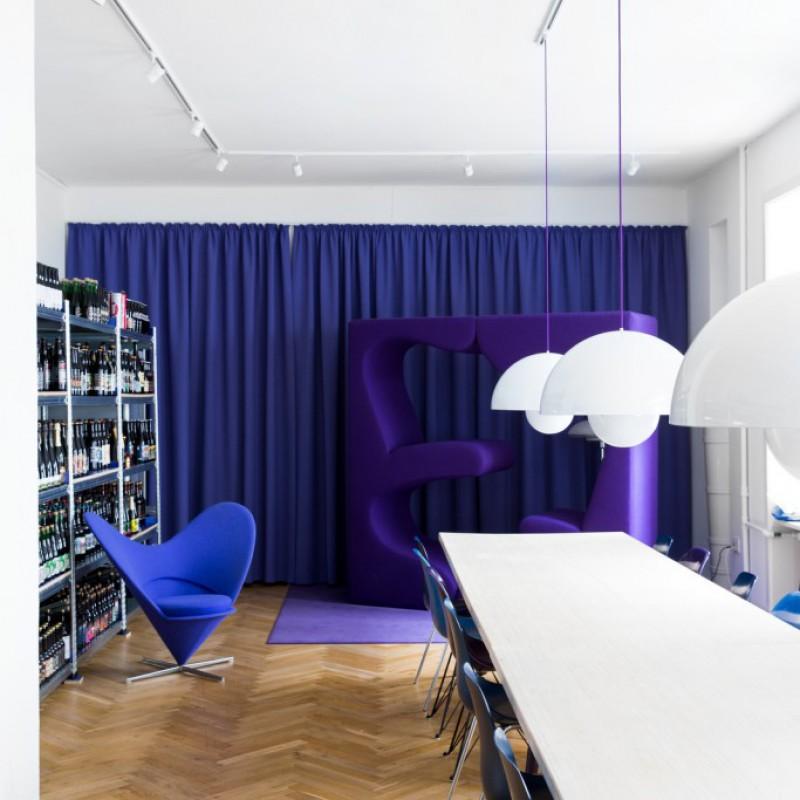 langbord, reol, panton stol & lamper, Mikkeller HQ